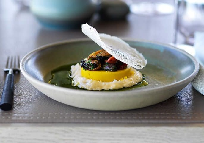 107_gd_Flinders-Island-mussels-seaweed-butter-and-dehydrated-tomatoes-with-polenta-make-from-local-corn-Jason-Loucas-Photography