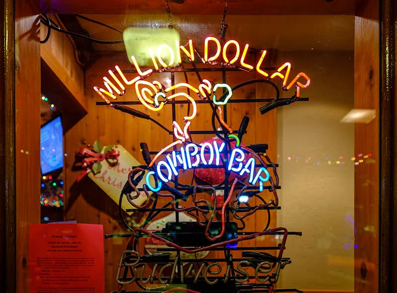 Cowboy bar, wild west, wild wyoming, jackson hole, wyoming, bars in jackson, teton village, skiing holiday, Dan Avila